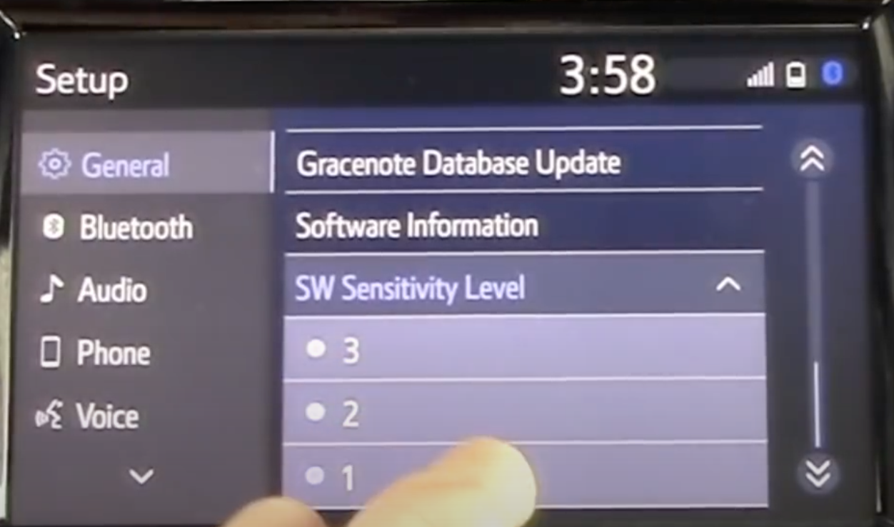 Adjusting the sensitivity level of the infotainment screen
