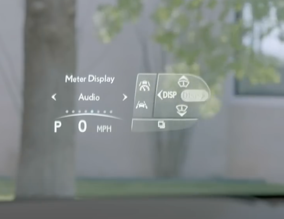 How the interface of the heads up display appears on the windshield