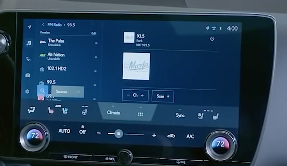 Screen with a list of favorite stations on the left with the chosen one on the right