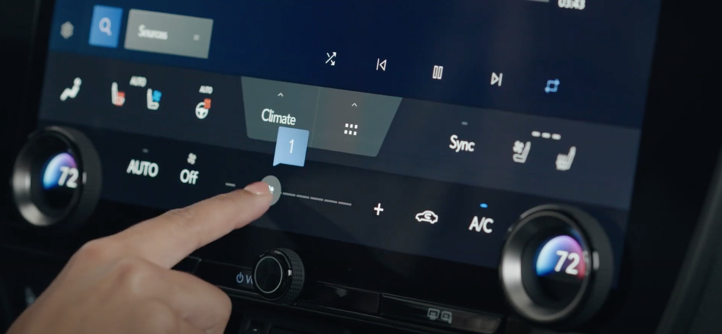 Arranging climate settings through physical dials and digital buttons