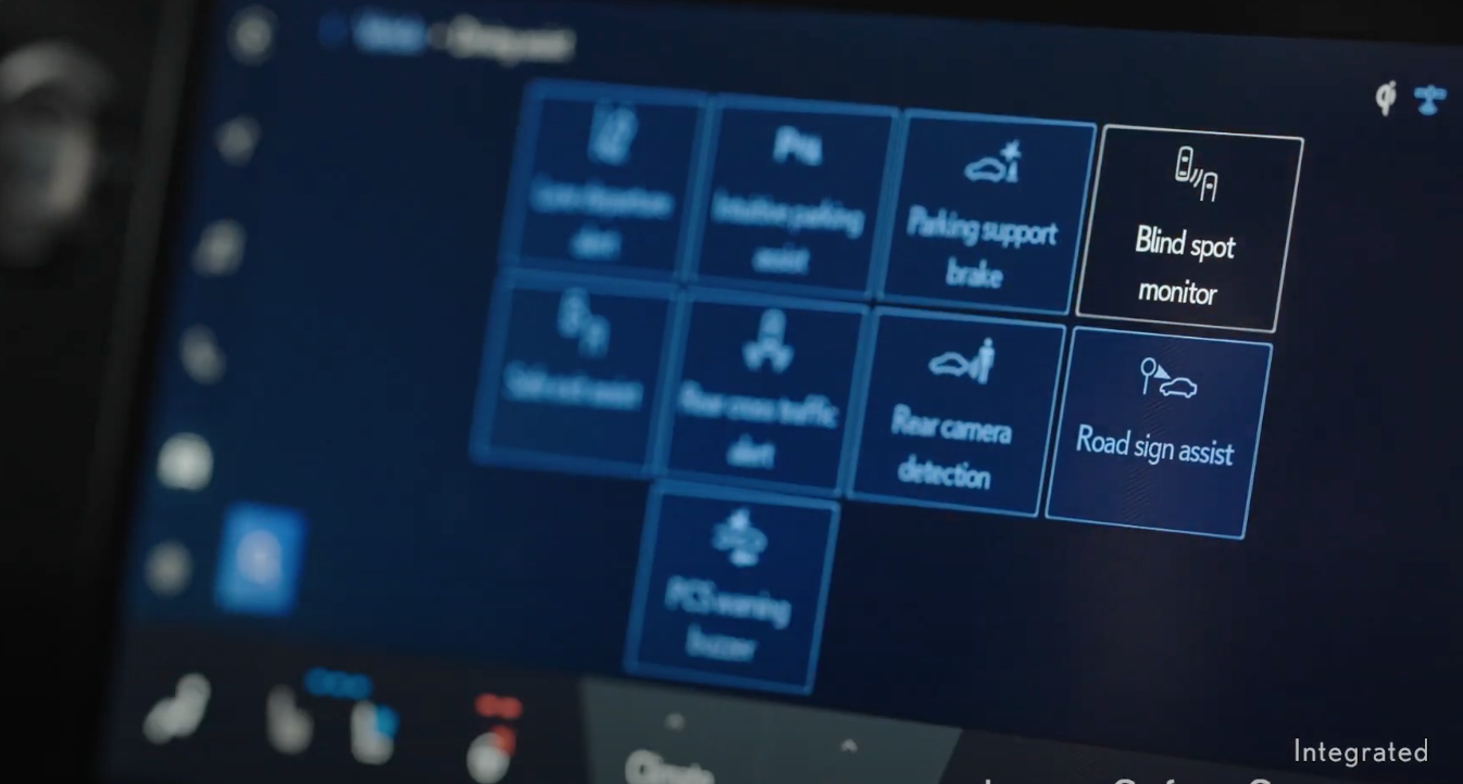 From a list of driver assistance settings displayed as gallery with icons the setting blind spot monitor chosen