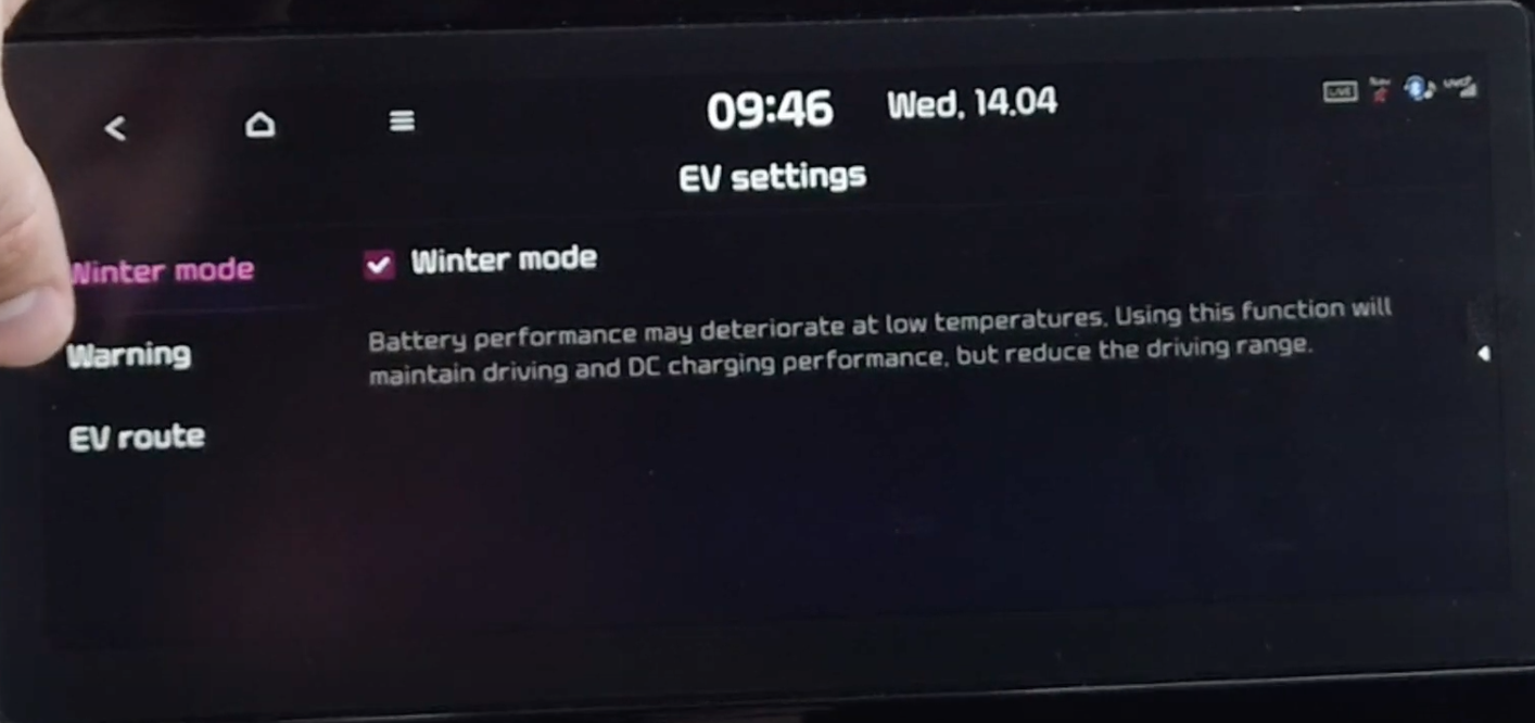Turning on or off winter mode through electric vehicle settings to enable maintaining driving performance while reducing driving range