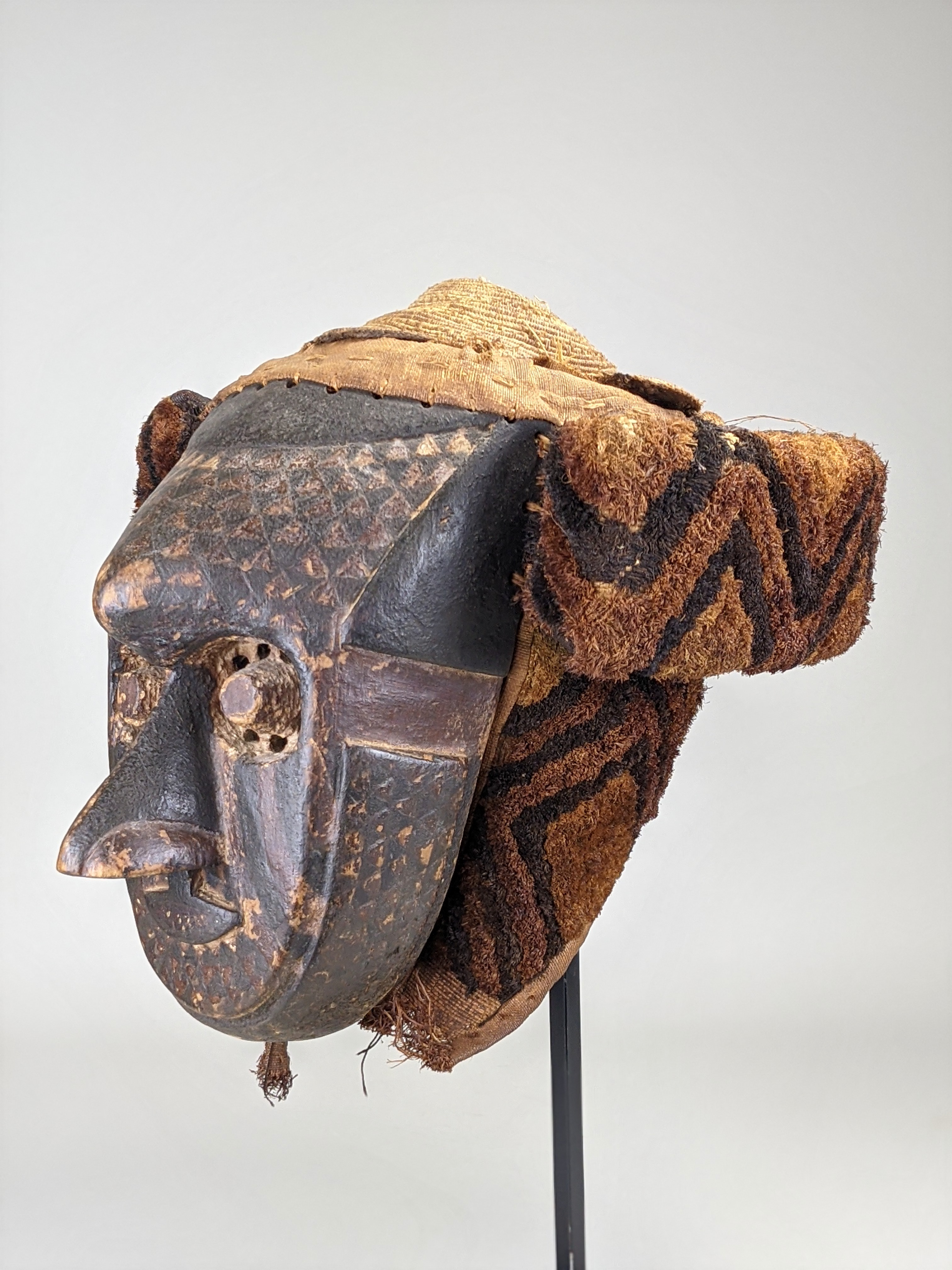 'Pwoom Itok' Mask