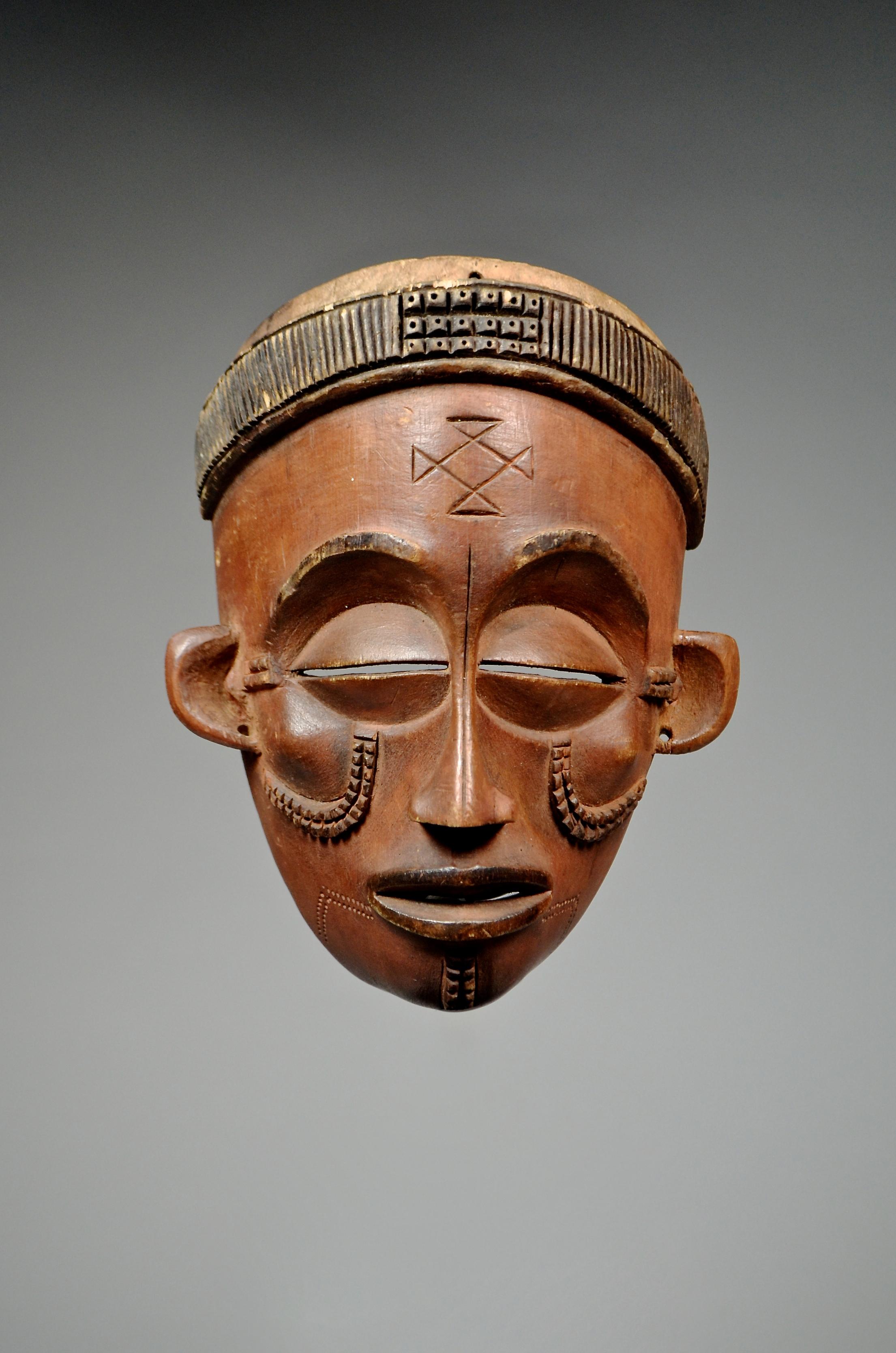 Chokwe face mask 'Pwo'