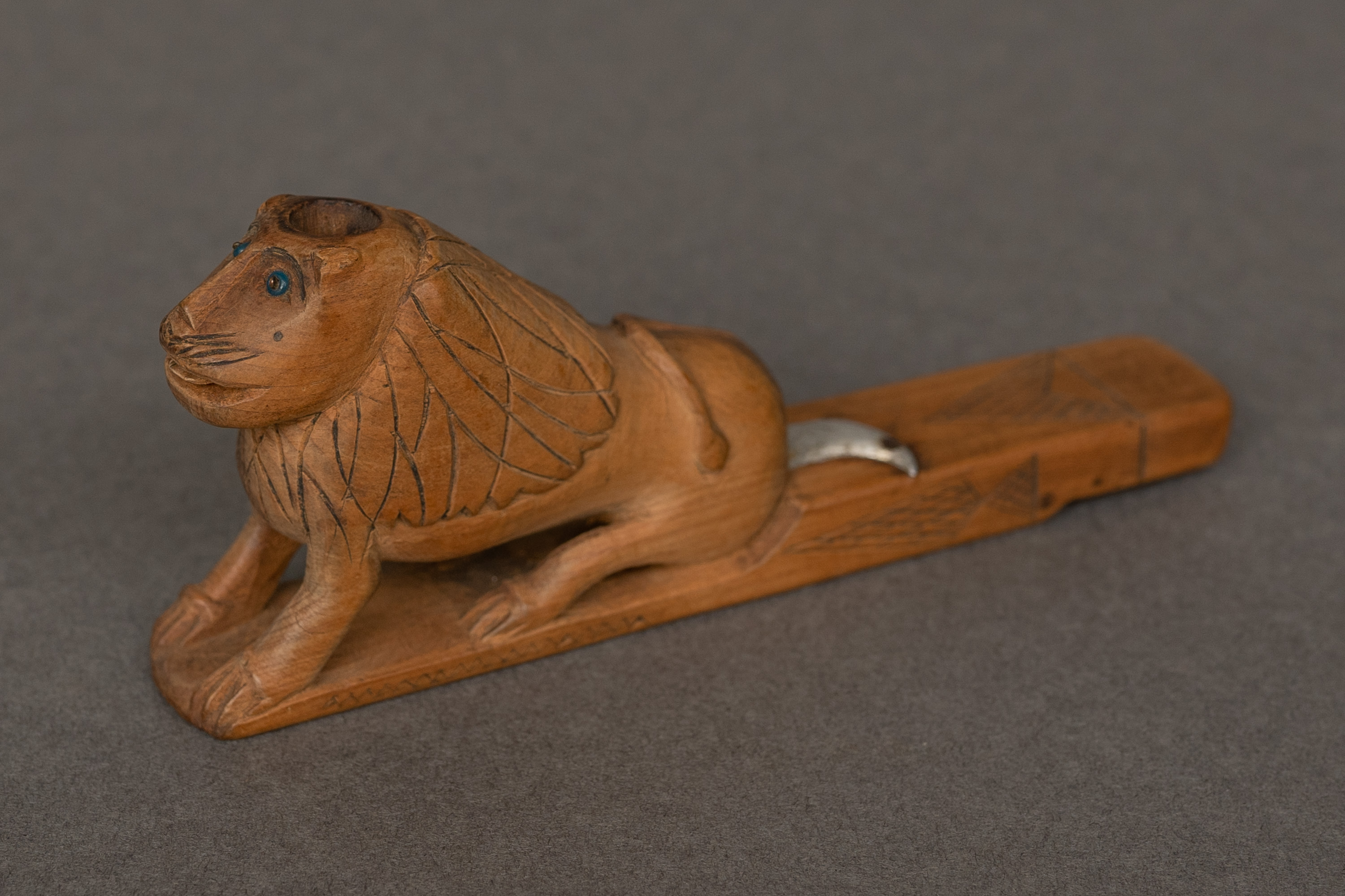 East African Lion Pipe