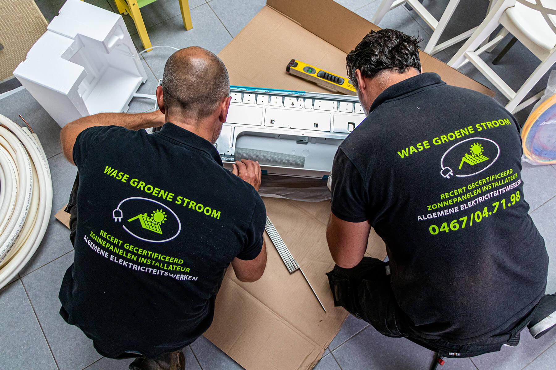 Een team van airco installateurs ontfermt zich over de installatie van de airco.