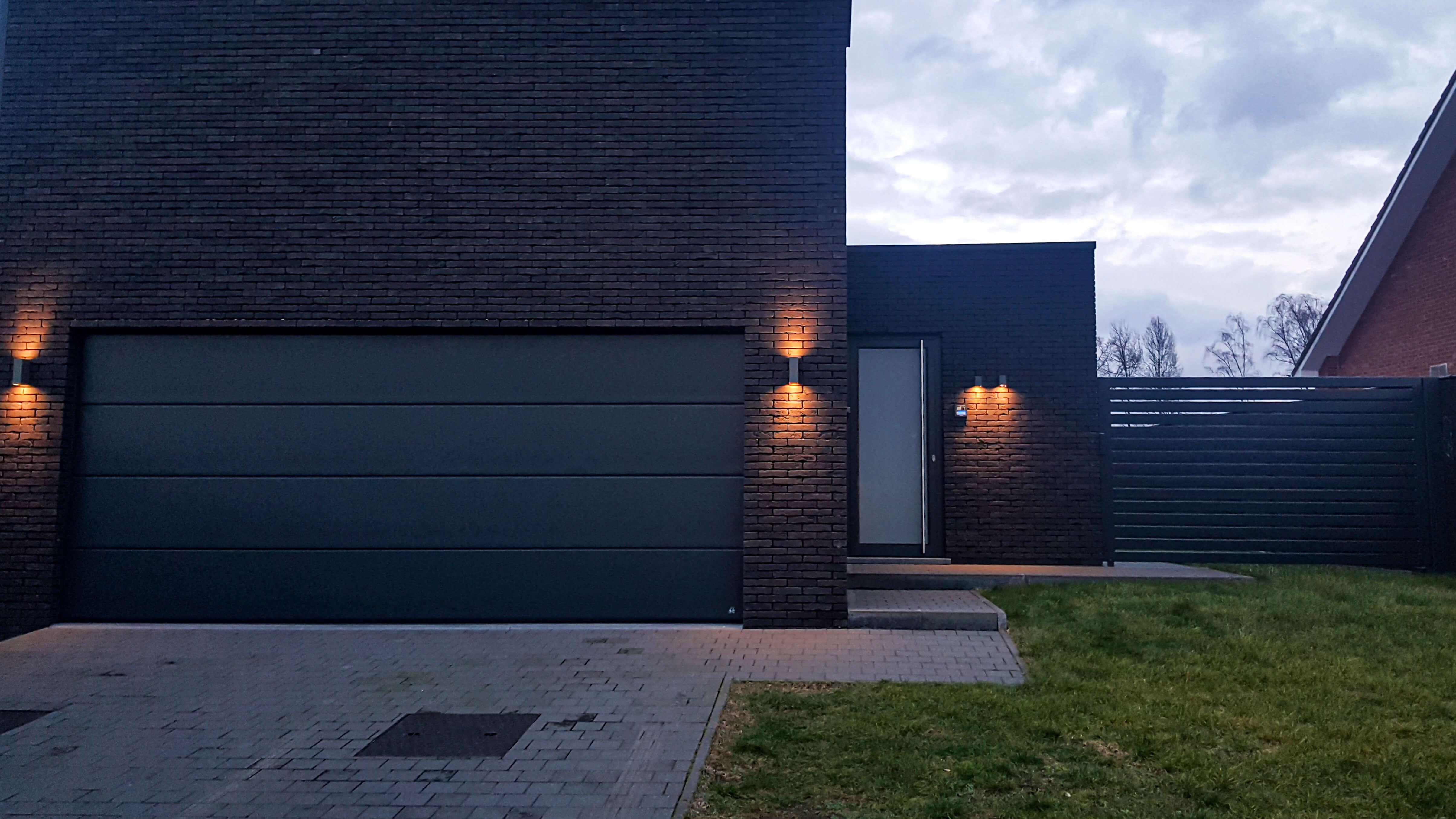 Buitenverlichting aan een nieuwbouw in het Waasland.