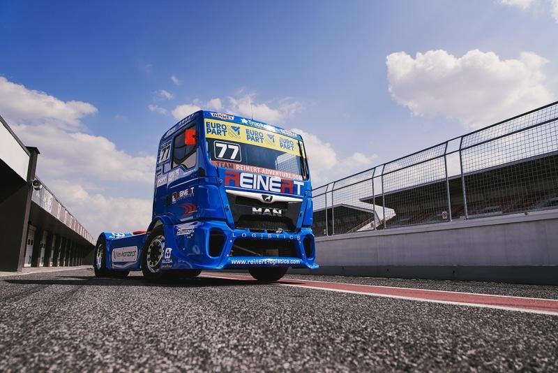 Foto von fahrendem EUROPART-LKW