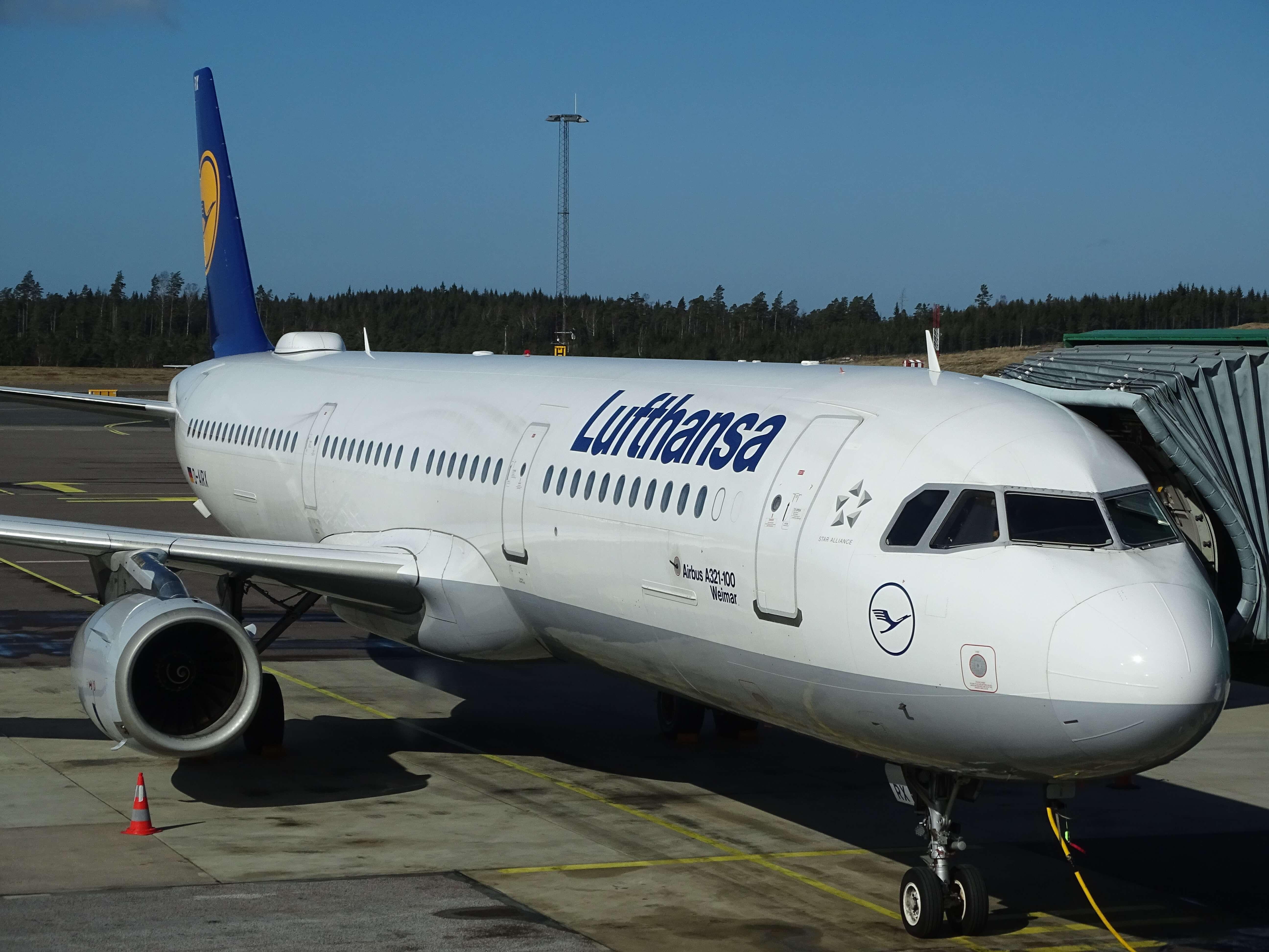 Foto von Lufthansa-Flugzeug am Flughafen
