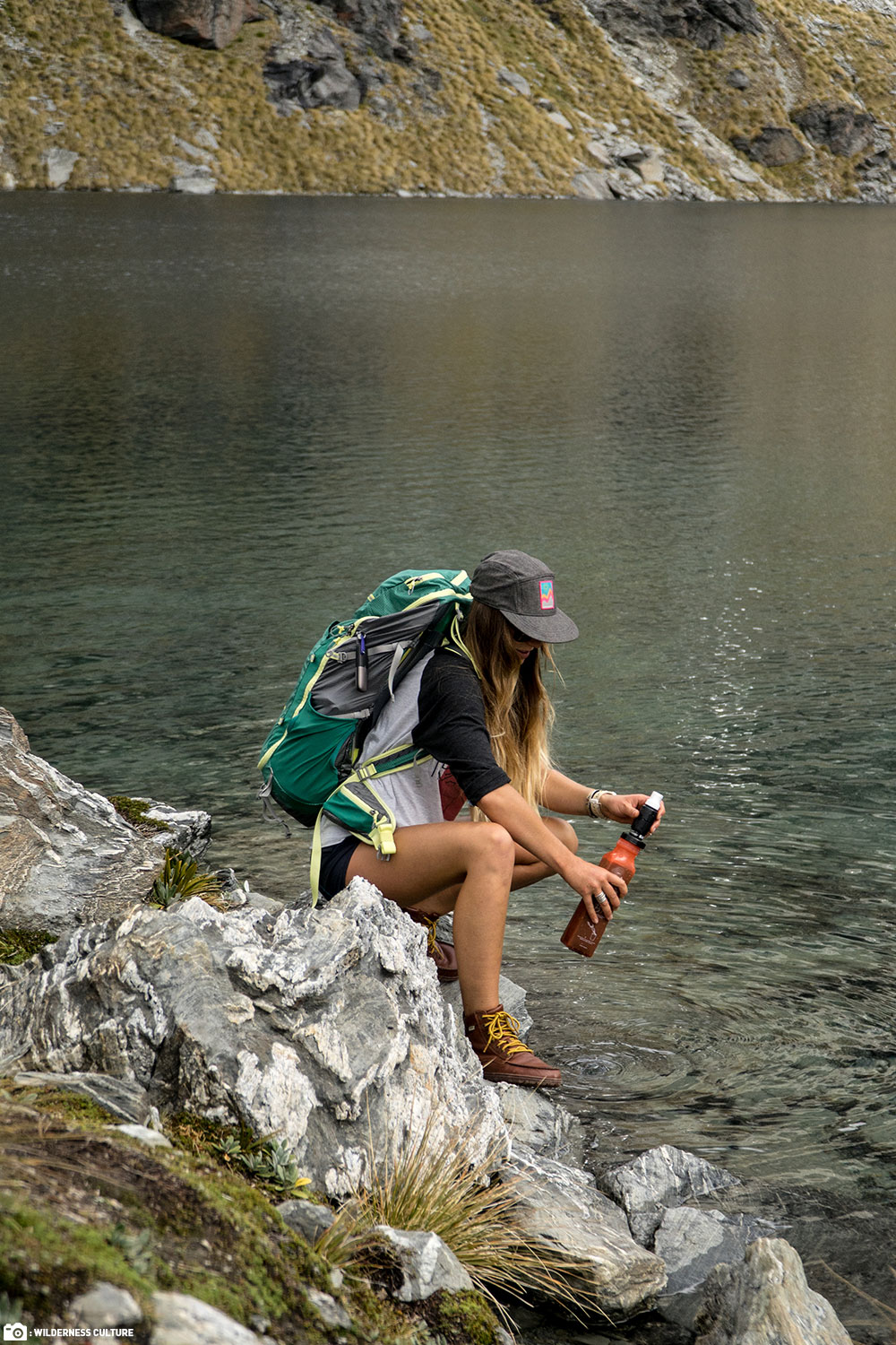 Woman uses her Sawyer Select S3 Purifier on the Edge of the Lake
