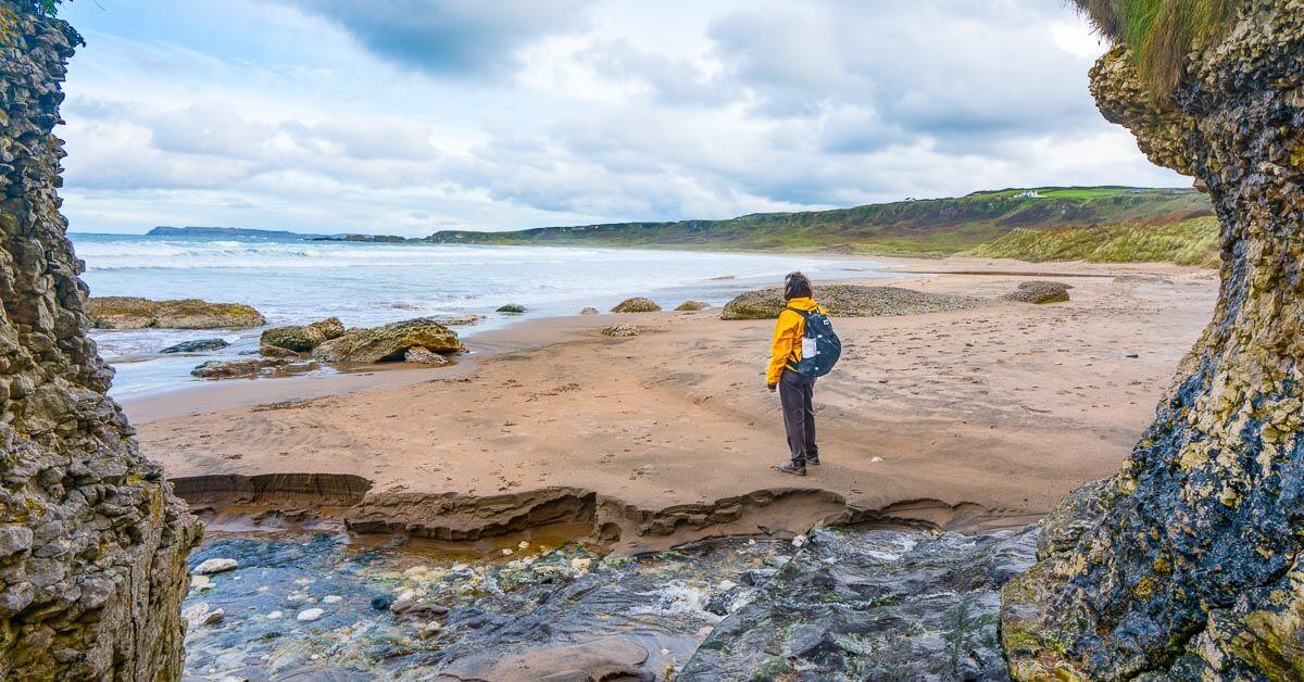 hiking gear list 3 lb day-hiking-lead-photo-beach