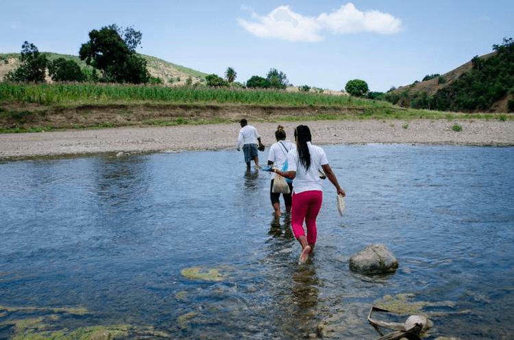 20181113T0839-0007-CNS-HAITI-WOMEN-WATER_800.jpg