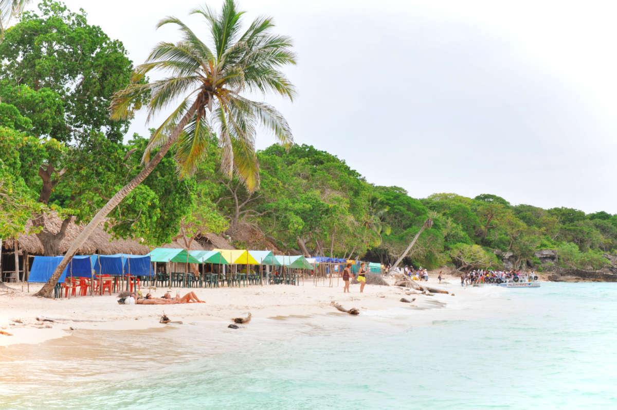 Isla-Baru-Cartagena-Colombia-Playa-Blanca