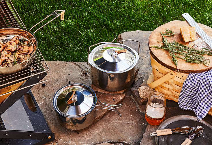 a pot of food on a picnic table