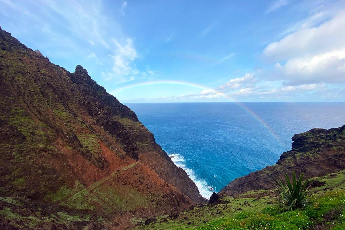 Crawler's Ledge and rainbow on Kalalau Trail (hiking in Kaua'i)
