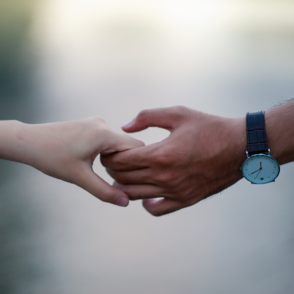 New Research: Holding Your Partner's Hand Reduces Your Stress